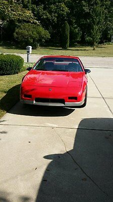 1985 Pontiac Fiero Coupe 1985 Pontiac Fiero GT, 2000 Actual Miles Red  V6