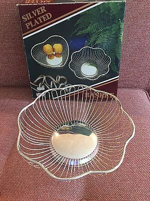 Vintage 1960s Silver Plated Bread Fruit Basket Scalloped Edge Wire NIB New w Box