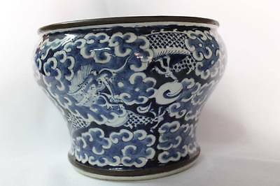 Antique Chinese 17th C. Qing Dynasty Blue & White Porcelain Dragon Pot Jar China
