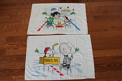 Vintage PEANUTS AND THE GANG Ice Hockey set of PILLOW CASES ** CANADA L@@K