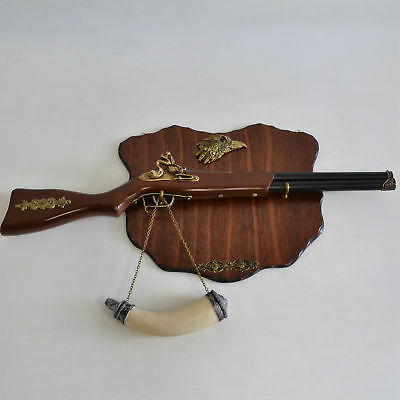 "Wall Decoration 28"" Hunting Rifle Flintlock Caved Horn & Wooden Plaque (#060)"