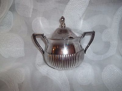 WM Rogers 615 Silverplate Sugar Bowl with lid