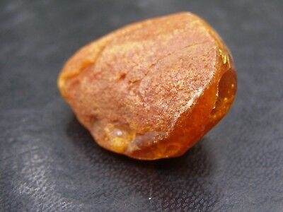 BALTIC AMBER STONE 8.3 g. GENUINE BALTIC AMBER.