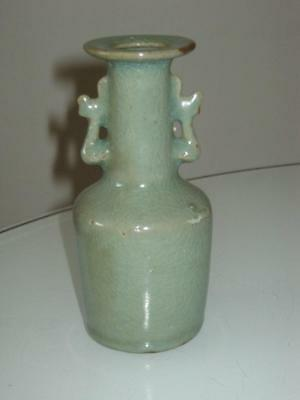 STUNNING 19th CENTURY CHINESE CELADON PORCELAIN TWIN HANDLED VASE