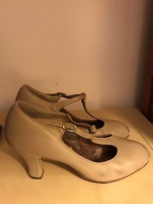 Capezio Custom Theatrical Tan Jazz Character Shoes, Size 8, Paisley Interior