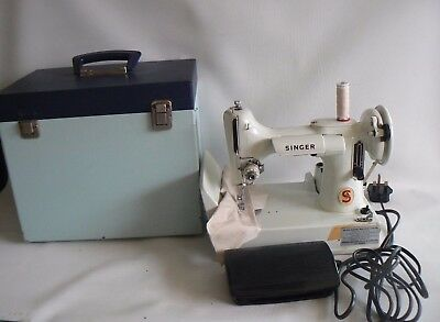 Singer 221K Featherweight Sewing Machine & Case Instructions Working Order