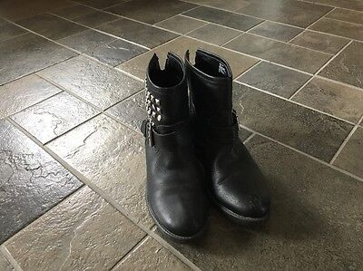 Women's STEVE MADDEN OUTLAW Leather Studded Ankle Boots Black Size 7.5 Trendy