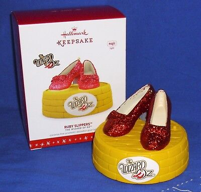 Hallmark Magic Ornament The Wizard of Oz Dorothy's Ruby Slippers 2016 Light NIB