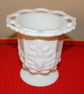 Vtg Westmorland Beaded/scallop Edge Grapes/vine Milk Glass Pedestal Vase, Nice