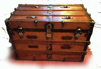 VINTAGE ANTIQUE STEAMER TRUNK VICTORIAN 1900-1930s  Flat Top Table & Insert Tray