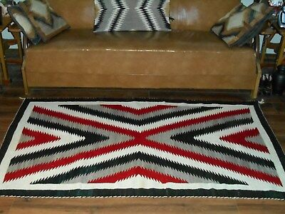 Beautiful NAVAJO NAVAHO Indian Rug w/ Large Concentric Serrate X's...VGCond...NR