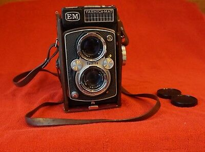 YASHICA-MAT EM COPAL MXV YASHINON f=80mm  CAMERA WITH CASE AND CAP-booklets