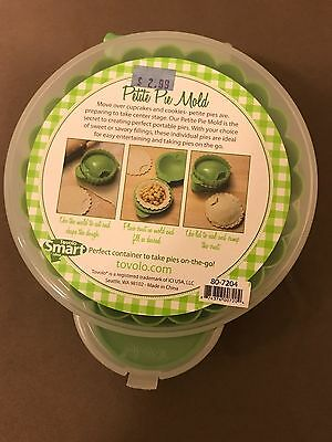 Tovolo Petite Pie Mould for creating perfect portable pies. Green apple shaped