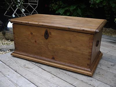 Beautiful And Very Old Antique (Victorian) Pine Blanket Box/trunk/table/storage