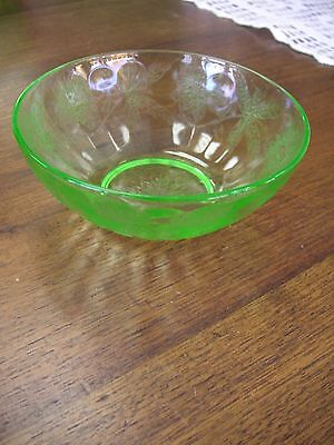 Green Depression Floral Poinsettia 4 inches BERRY BOWL by Jeannette