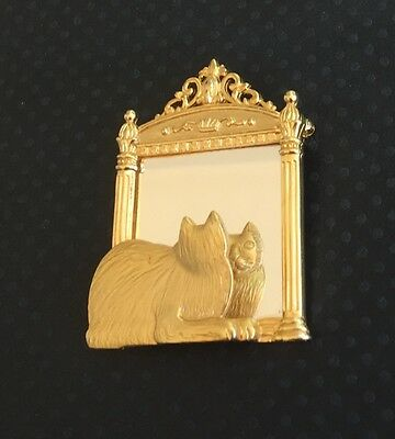 Adorable Vintage Signed JJ Cat Looking In Mirror Pin/Brooch In Gold Tone Metal.