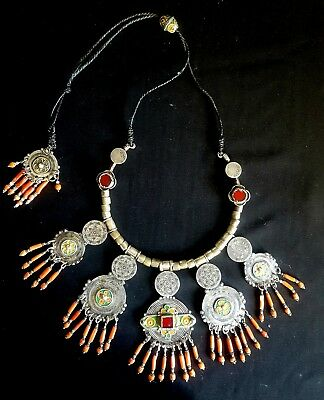 Morocco - Outstanding Berber necklace - chest set in silver, enamels, glass