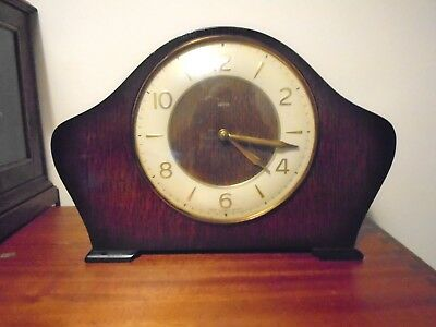 Vintage Smiths Art-Deco Shaped Mantle Clock In Tip Top Condition