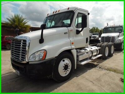 2009 Freightliner Cascadia White Used Day Cab