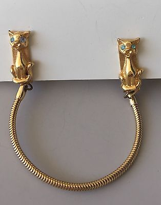 Adorable Vintage Cats Sweater/collar Clip In Gold Tone Metal