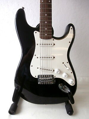 Fender Squier Stratocaster Affinity Series Electric Guitar black white