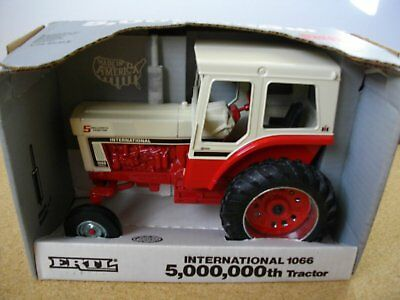 1066 International Tractor 5,000,000th Special Edition 1:16