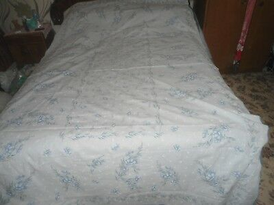 """A Large White And Blue Fresh Looking Tablecloth 94"""" X 56"""""""