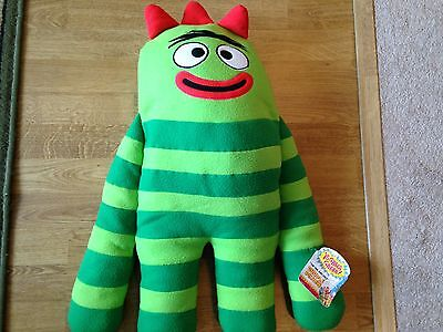 "Yo Gabba Gabba Brobee Cuddle Pillow. 25""."