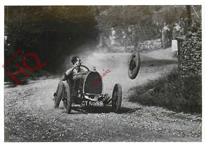 Picture Postcard-:Car-Race, Wheel Flying Off (Repro)