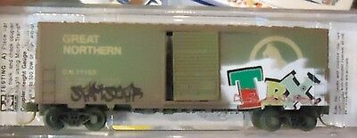 N scale Micro-Trains  - 40' Box Car Great Northern Weathered/Graffiti 02444360