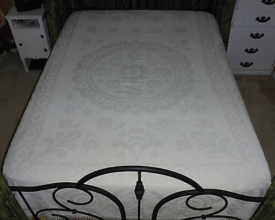 "Vintage Ideal Bedspread Company Chenille/hob Knob Bedspread White 90"" X 70 1/2"""