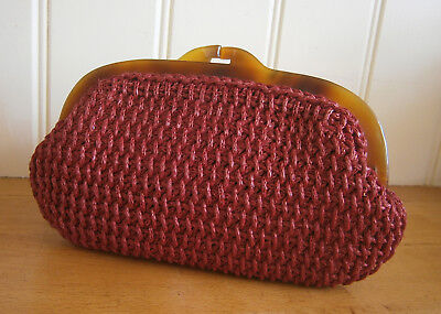 VINTAGE 1960s SMALL WINE RED RAFFIA CLUTCH BAG  FAUX TORTOISESHELL FRAME PARTY
