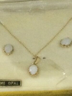 Zz14K Yellow Gold And Genuine Opal Necklace And Earrings Set (Vintage)