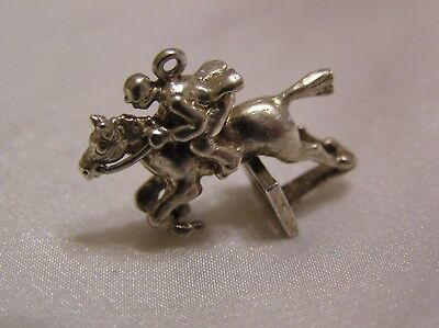 VINTAGE SOLID SILVER CHARM of a SHOW JUMPER 5.1 GRAMMES #045