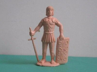 1 x CHARBENS ANCIENT ROMAN PLASTIC SOLDIER.  GOOD CONDITION