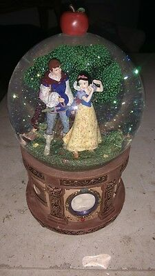 Rare Disney Snow White Prince Charming THE MOMENT OF TWO Musical Snow Globe