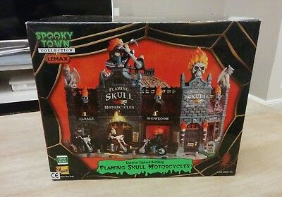 Lemax Spooky Town Flaming Skull Motorcycles Musical Halloween Lighted -NEUF -