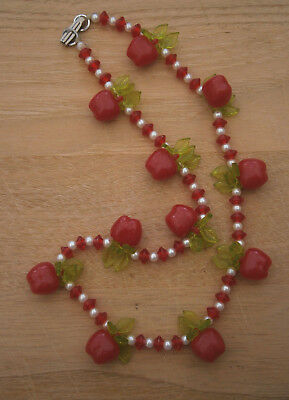 VITAGE 1970's RED APPLES WITH GREEN LEAVES PLASTIC BEAD NECKLACE
