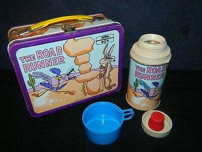 L@@K 1970's THE ROAD RUNNER VINTAGE METAL LUNCH BOX WITH THERMOS GOOD COND