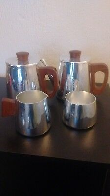 Sona Tea And Coffee Set In Very Good Condition