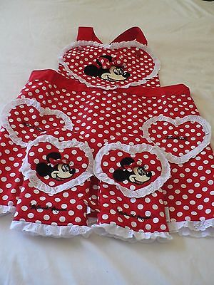 New Disneyland Minnie Mouse Apron And 2 Oven Mitts