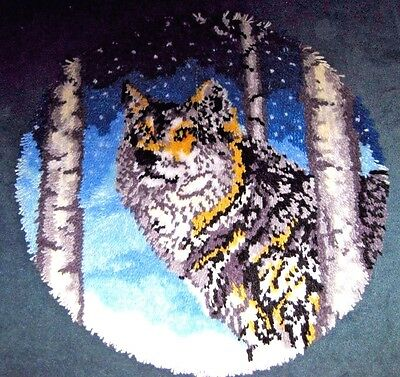 NEW WOLF in TREES SIGNED HAND LATCH HOOKED ROUND RUG RUBBER BACKING