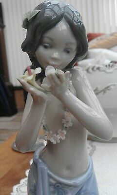 lladro girl AROMA OF THE ISLANDS 01001480
