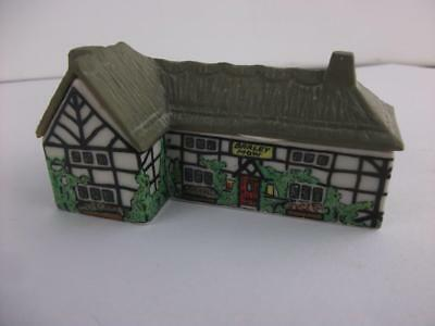 Wade Porcelain Village House Figurine Whimsey-On-Why Barley Mow Pub Excellent