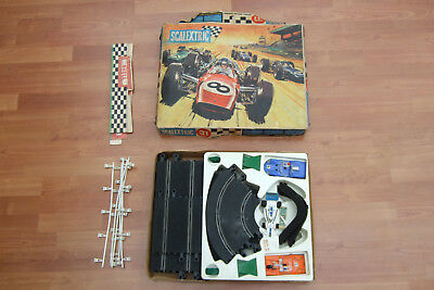 Vintage Scalextric set 31 plus spare F1 car