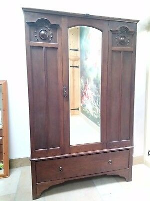 WOW Antique Triple Oak Wardrobe with single drawer & mirror. 193.7x124.6x47.4 cm