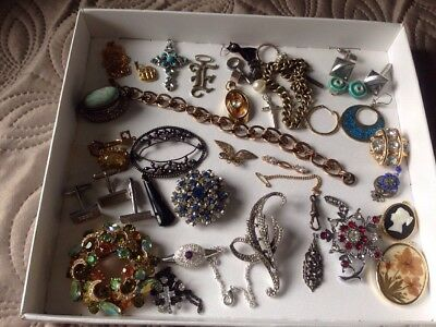 Job Lot Of Broken Vintage & Modern Jewellery Brooches/chains Bits & Bobs