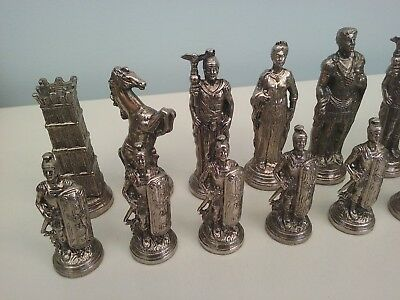 Chess set cast metal ( Collection only ! )