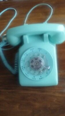 Nice vintage Bell system table rotary phone