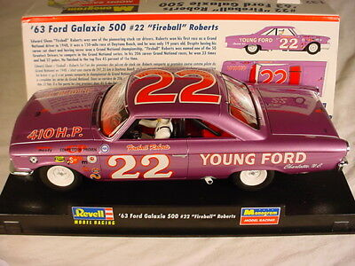 Revell Monogram Ford Galaxie 500 #22 'Fireball' Roberts 85-4888 MB 1/32 slot car